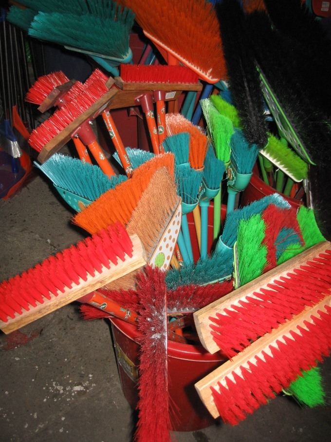 Broom modern SMALL