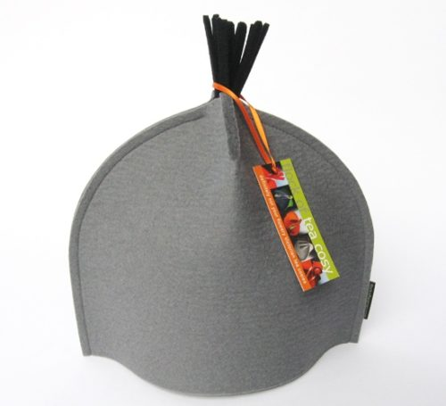 Small tea cozy in Cashmere Gray w Black Tassel