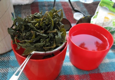 Et voila, two beautiful cups of oolong tea and a pile of beautifully fragrant leaves ready for the next steep.